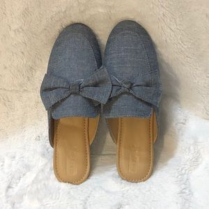 Crazy 8 Blue Chambray Sandals..Girls Youth Size 4